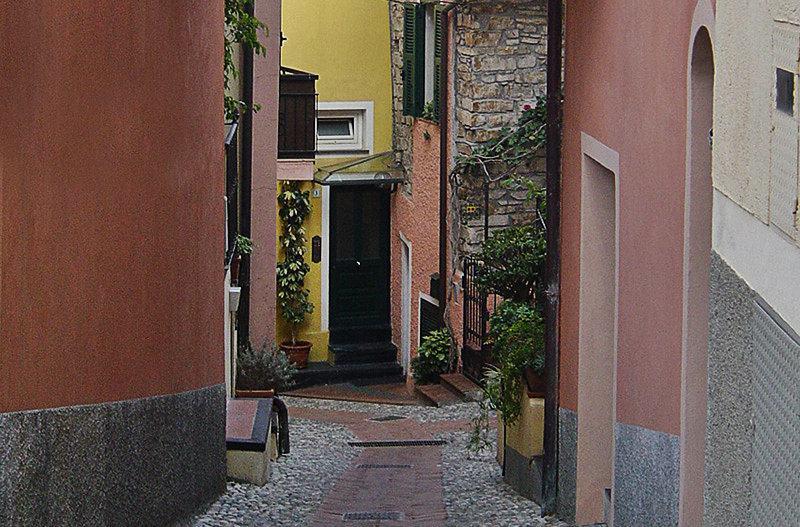 Une rue romantique à Diano Gorleri