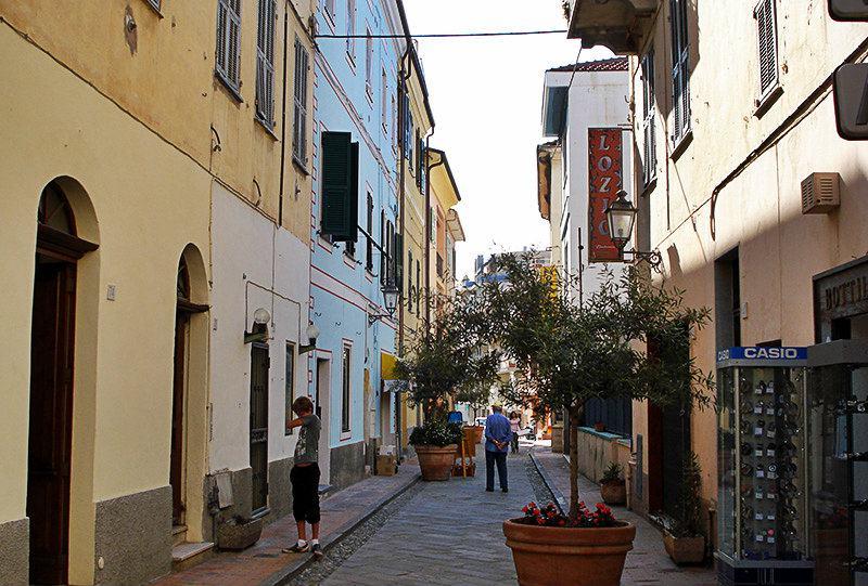 Une rue romantique à Ospedaletti