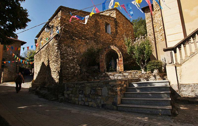 Une belle vue sur la vieille ville de Bellissimi