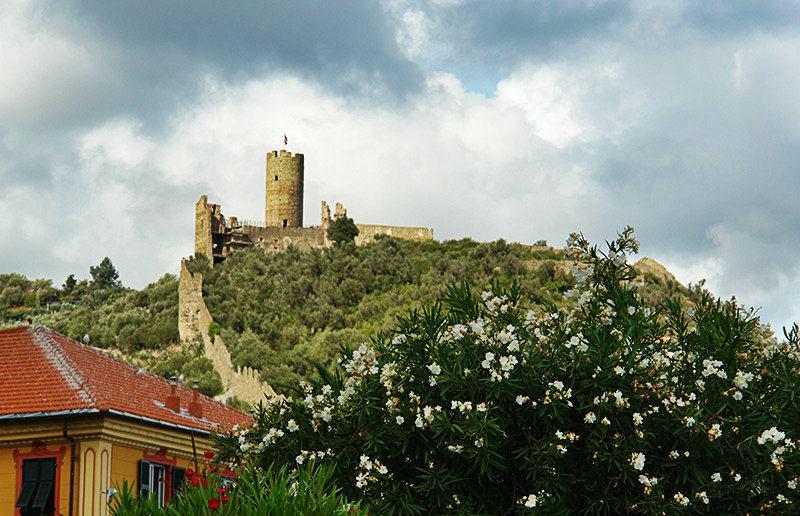 Il Castello di Monte Ursino de Noli en Ligurie