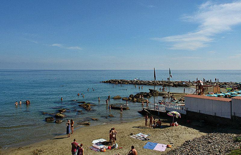 Vue d'une plage à Imperia, Porto Maurizio