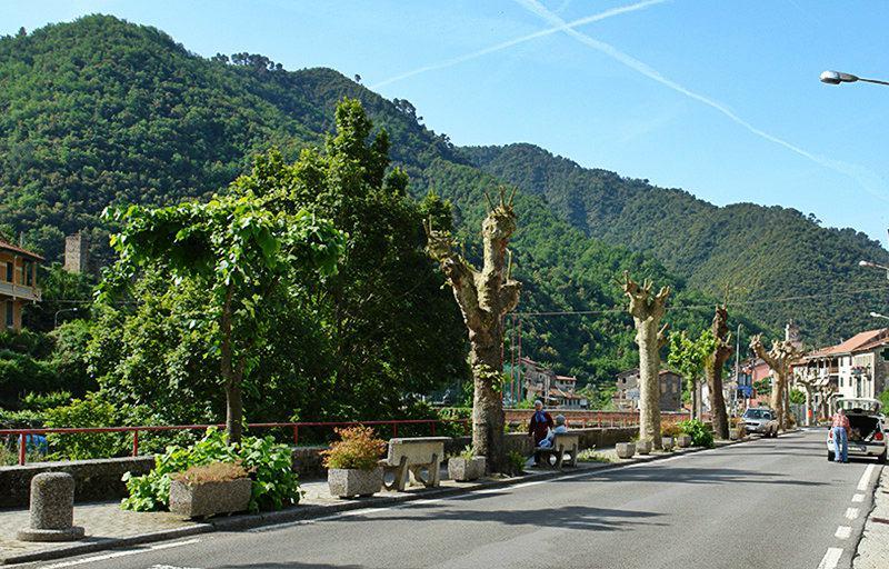 Vue panoramique des montagnes de Isolabona en Ligurie
