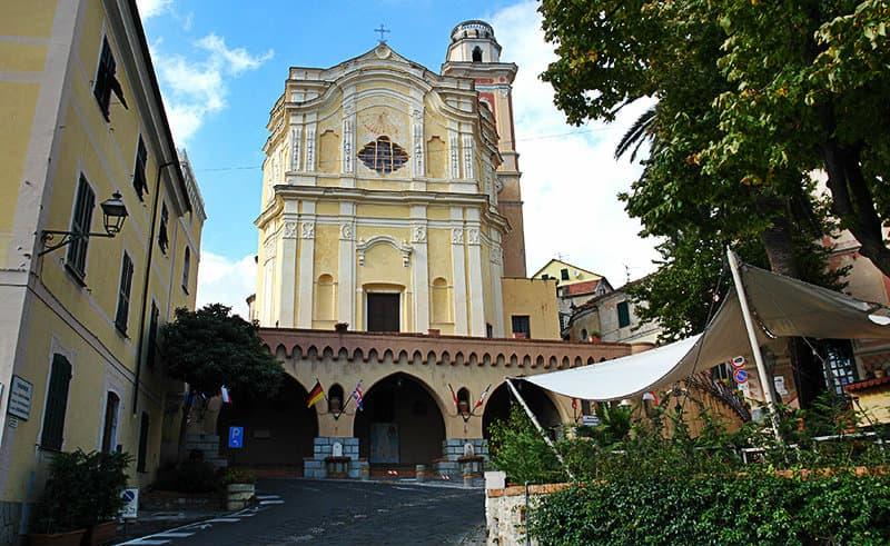 Une belle église de Diano Castello, Ligurie