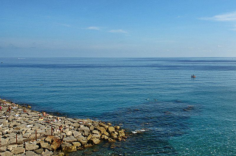 Belle vue sur la mer d'Imperia, Porto Maurizio en Ligurie