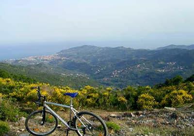 Tour de vélo de montagne à Pietra Ligure, Ligurie