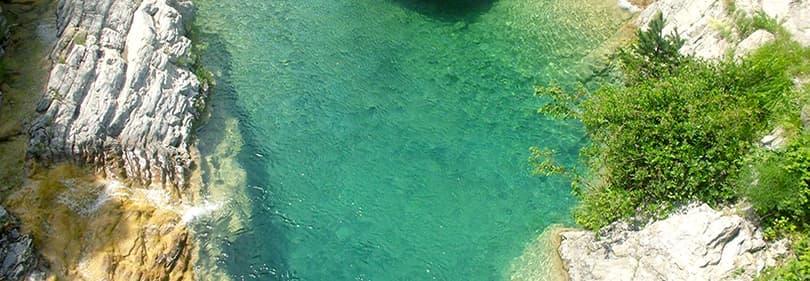 Un beau lac Rocchetta di Nervina en Ligurie