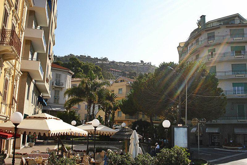 Le centre-ville de Ospedaletti en Ligurie