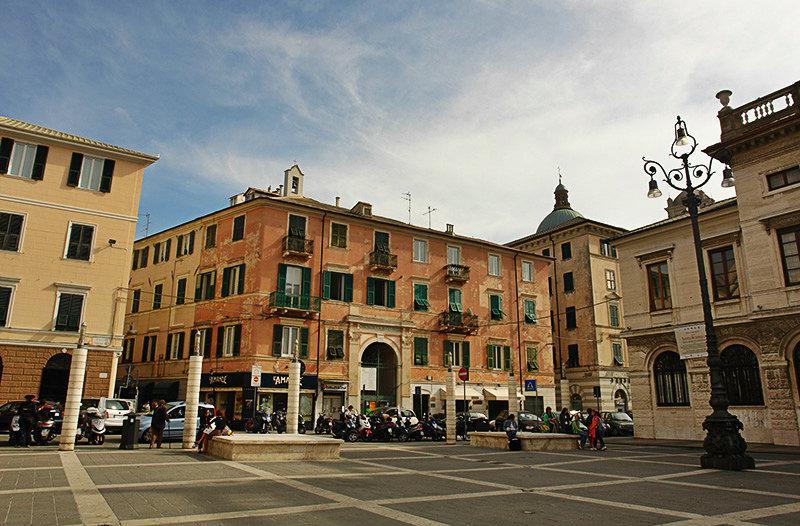 Piazza à Savona, Ligurie