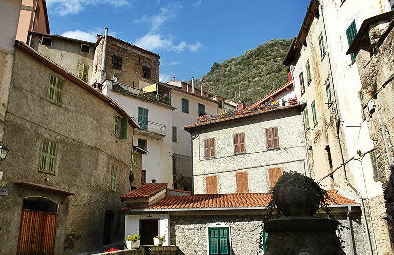 Le centre-ville de Pigna en Ligurie