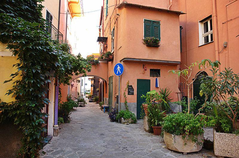 Une rue romantique à Imperia, Porto Maurizio