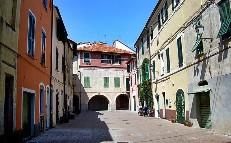Une vieille place à San Bartolomeo al Mare