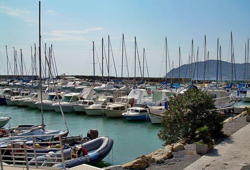 Un beau port de San Bartolomeo al Mare