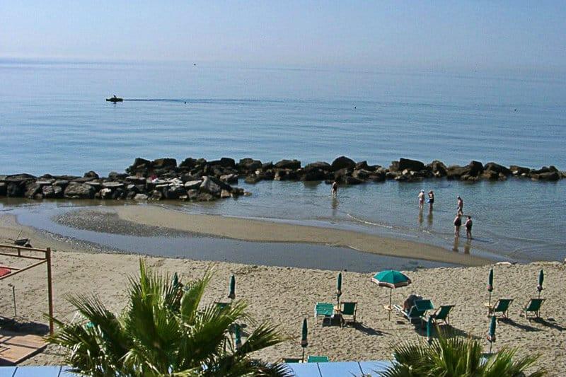 Une belle plage de sable de San Bartolomeo al Mare