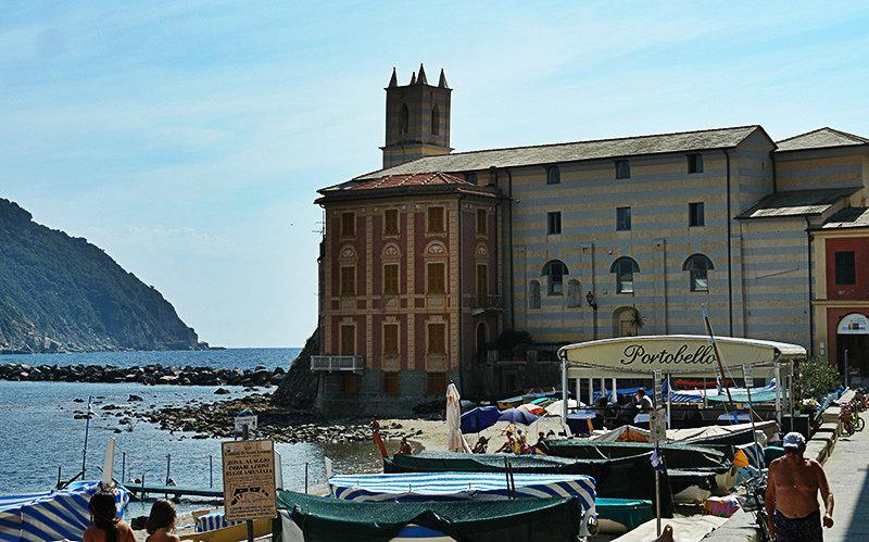 Une belle vue de Sestri Levante et son port