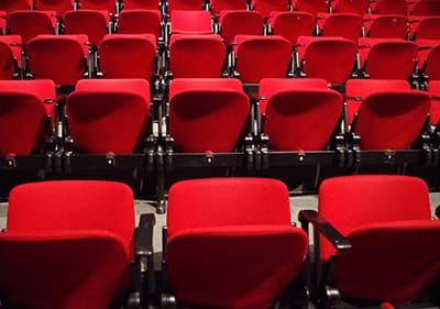 Chaises dans un théâtre ligure
