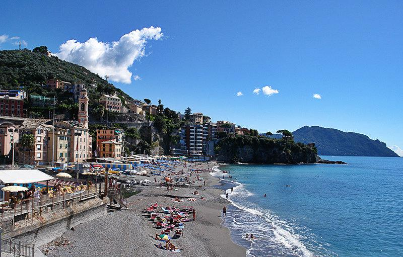 Une belle vue sur Sori et sa plage