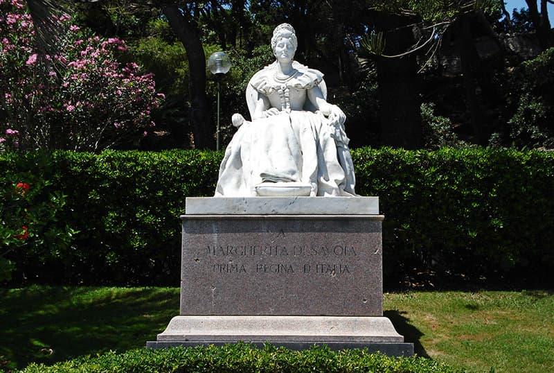 Une vieille sculpture à Bordighera, Ligurie