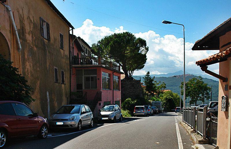 Une belle rue de Gazzelli, Ligurie
