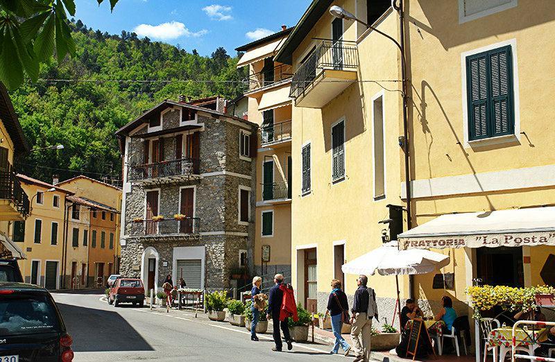 Une belle rue de Pigna en Ligurie