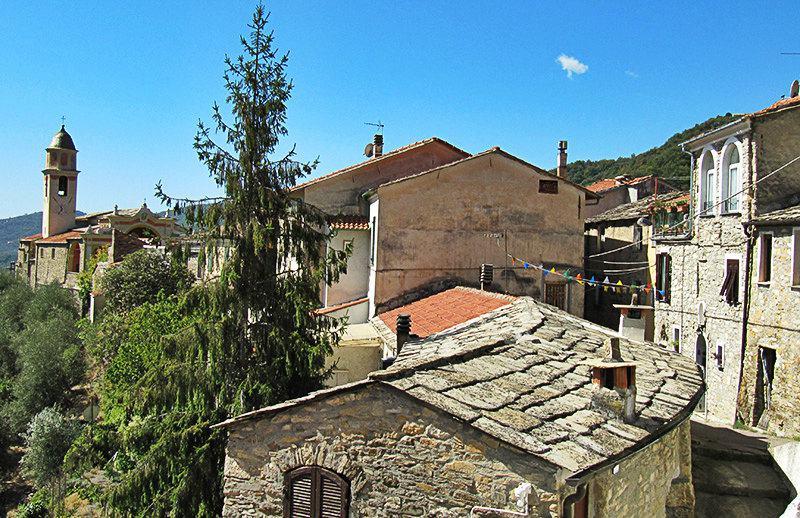 Une belle vue sur les maisons à Molini di Triora
