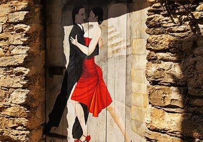 Portes magnifiquement peints dans le village d'artistes Valloria