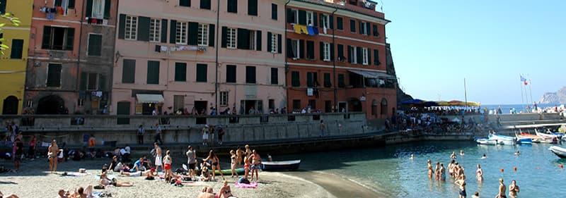 Plage à Vernazza, Ligurie