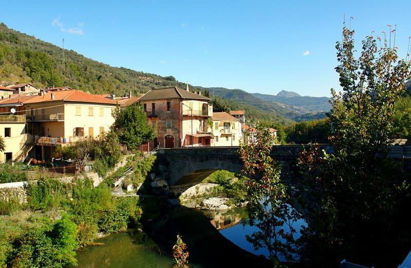 Vessalico est un village de la vallée Arroscia