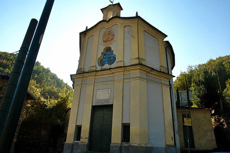 Visitez les ruines d'une belle église de Sant'Andrea à Vessalico