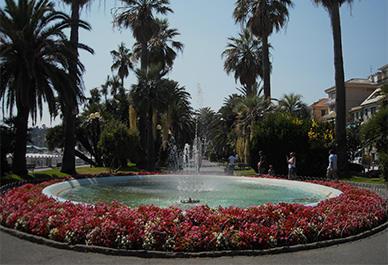 Visitez Varazze en Ligurie et découvrez le beau port et la vieille ville